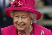 СМИ: Елизавета II решила лично контролировать жизнь принца Гарри и его жены