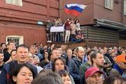 Участники несанкционированного митинга заявляют о готовности к бессрочной акции. Людям привозят еду и палатки