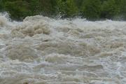 Уровень воды в реке Ия в Тулуне превысил критическую отметку