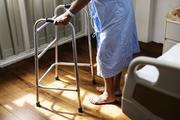 Минздрав проверит больницу в Миассе, в которой санитарка помыла лицо пациентке грязной тряпкой