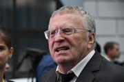Видео: Жириновский на Красной площади раздал деньги