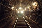 В московском метро пассажир упал на пути на станции