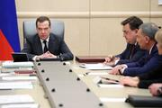 Правительство России во главе с премьер-министром Медведевым подало в отставку