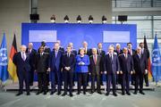 Видео: Путина потеряли во время конференции в Берлине