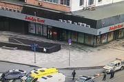 Полиция готовится к штурму, а очевидец рассказал о захвате заложников в «Альфа-банке»