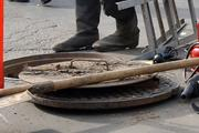 Ребенок погиб в Саратове, провалившись в канализационный люк