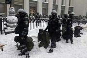Фото и видео разгона палаточного городка у Рады в Киеве шокировали мир