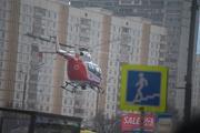 На северо-западе Москвы ребенок выпал из окна, его эвакуирует вертолет