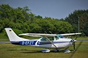 В США девушка-пилот посадила самолет посреди улицы