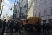 На Большой Дмитровке загорелось здание