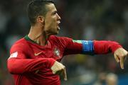 Футбольные фанаты обсуждают хет-трик Роналду на матче Португалии и Испании