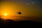 Тренера и детей, вызволенных из пещеры в Таиланде, везут в больницу на вертолете