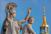 Греция высылает российских дипломатов, но отношения портить не хочет