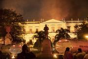 Пожар в Рио-де-Жанейро уничтожил 20 млн экспонатов Национального музея Бразилии