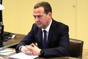 Медведев поздравил Алишера Усманова с днем рождения