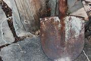 В Москве грабитель, угрожая лопатой, попытался отнять сумку у женщины