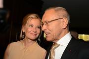 Высоцкая и 81-летний Кончаловский не скрывают чувств на прогулке по Парижу