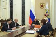 Путин призвал увеличить зарплаты и доходы россиян