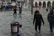Видео: исторический центр Венеции затопило