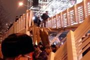 Обрушение моста в парке Горького попало на видео