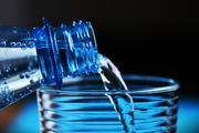 Известный врач объяснил, сколько воды необходимо пить
