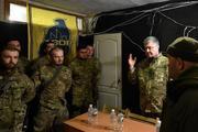 Порошенко уверен, что служить в украинской армии – престижно