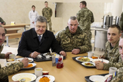 Порошенко гордится армией Украины и считает её одной из лучших