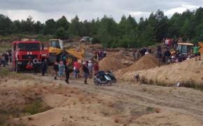 На Украине детей засыпало в песчаном карьере