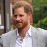 Принца Гарри сфотографировали обнимающимся с всемирно известной певицей
