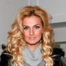 Певица Саша Савельева впервые вышла в свет после родов