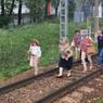 Электричка не доехала до  Мытищ, пассажиры час подождали и пошли по путям
