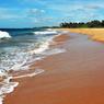 На Шри-Ланке спасли двух россиян, тонувших во время купания