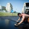 Власти Курска объяснили, зачем в городе красят асфальт (ВИДЕО)