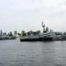 Путин на катере поприветствовал экипажи кораблей на параде в Петербурге