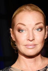 Волочкова объяснила, почему отклонила приглашение на свадьбу Собчак