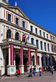 Латвия: Партии в Рижской думе мечтают сместить мэра