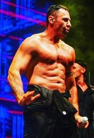 Костюшкин показал обнажённое спортивное тело и своего
