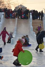 Южноуральцам понравился ледовый городок в Троицке