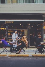 Эксперты выяснили средний заработок официантов в Москве