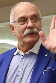Михалков резко ответил Жириновскому, предложившему сократить гимн
