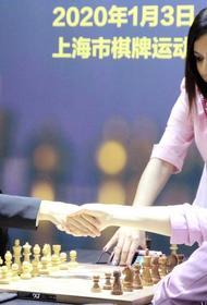 Иранская шахматистка не сможет вернуться домой из-за того, что у нее случайно сполз платок