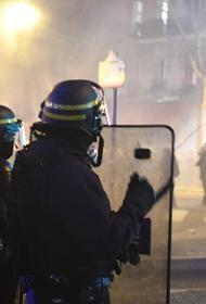 Париж сегодня: полиция задержала 59 «жёлтых жилетов», Макрон эвакуирован из театра