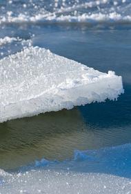 Льдина с 600 рыбаками откололась от берега на Сахалине