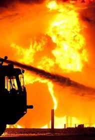 Крыша офисного здания горит на юго-востоке Москвы