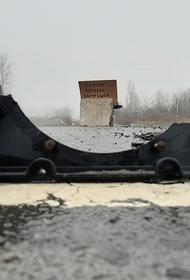 Как на войне в Донбассе ездят в темноте без света – показал на видео корреспондент АН