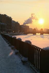 С набережной Фонтанки в Санкт-Петербурге упал пикап