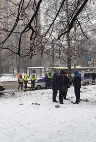 Момент аварии с Infinity в Москве попал на камеры видеонаблюдения. Машину буквально разорвало пополам