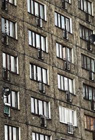 Москвич случайно выпал из окна квартиры на восьмом этаже
