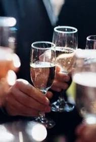 Главный нарколог заявил, что каждый третий россиянин — тихий алкоголик и развеял миф, что спиртное спасает от коронавируса