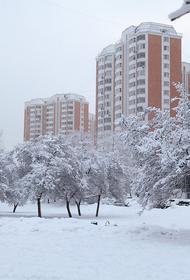 Метеозависимых москвичей предупреждают о низком атмосферном давлении